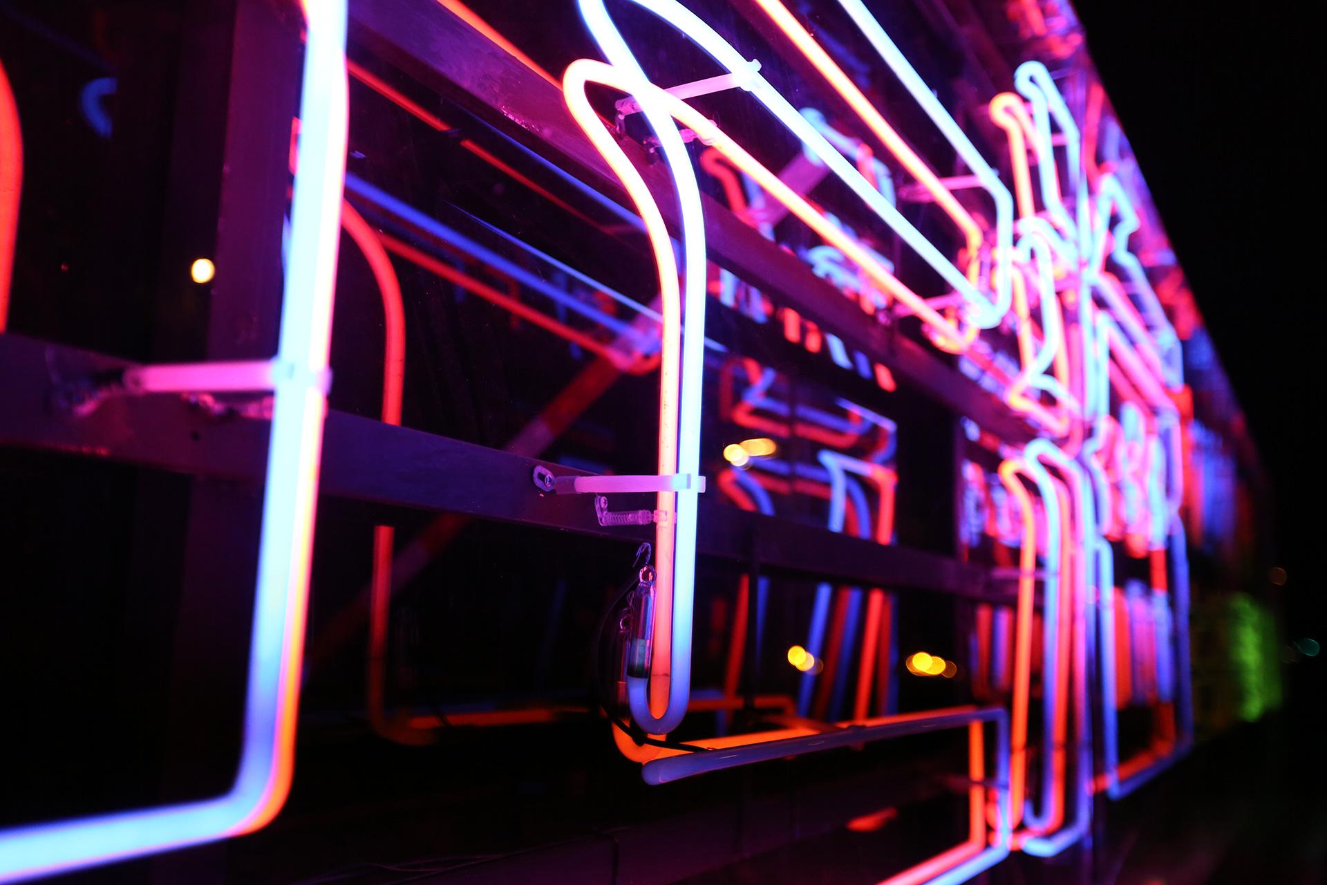 CenturyPark_Neon_01